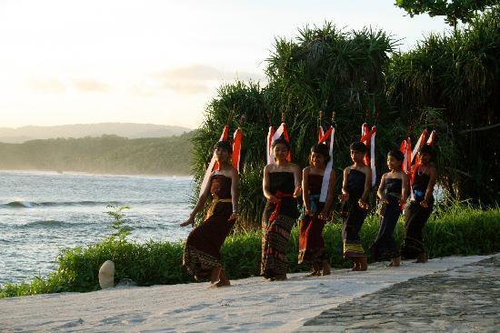 Nihi Sumba: Traditional Sumba Dance at sunset