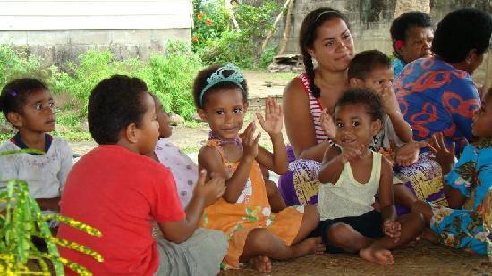 Ovalau Island, Figi: Kids