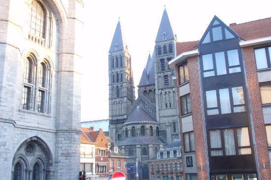 Auberge de Jeunesse de Tournai : Tournai - beffroi+Catedral de Notre Dame