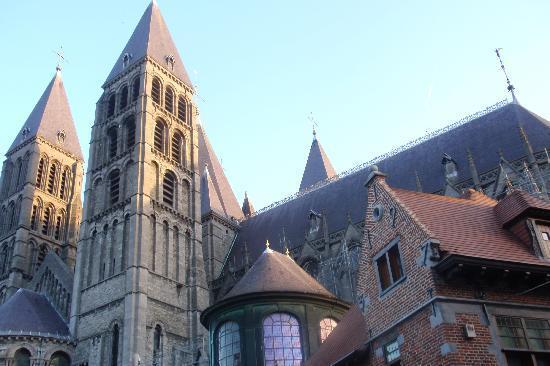 Auberge de Jeunesse de Tournai : Tournai - Catedral de Notre Dame