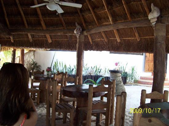 Beachfront Hotel La Palapa: Restaurant small & nice