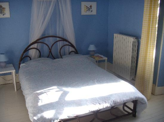 Chez Francoise: jolie chambre bleue
