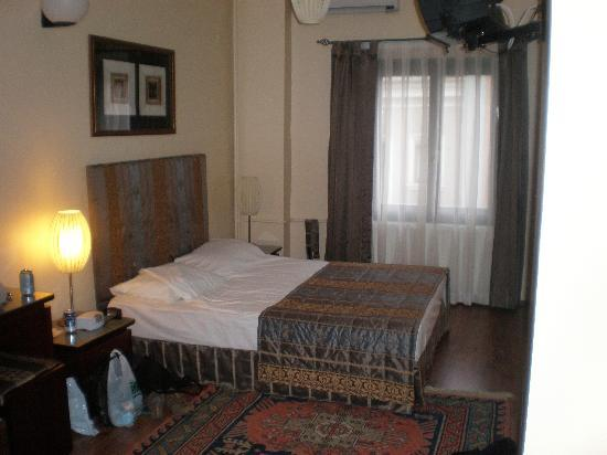 Hotel Fehmi Bey: Double bed