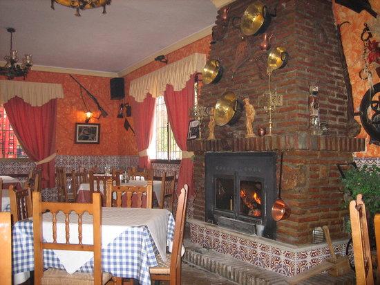 Venta Los Morenos: restaurant interior