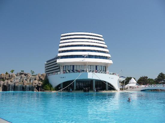 Titanic Beach Lara Hotel: Hotel from pool