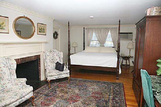 Concord's Colonial Inn: Master Room