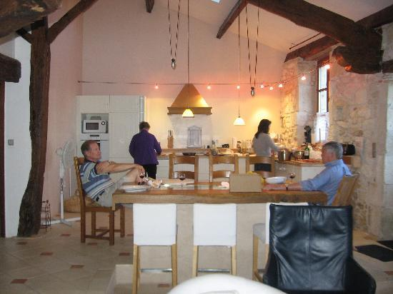 La Bastide des Tremieres: Fixing Dinner in the Large Cottage .... Kiek contributed some fresh vegatables from her garden.