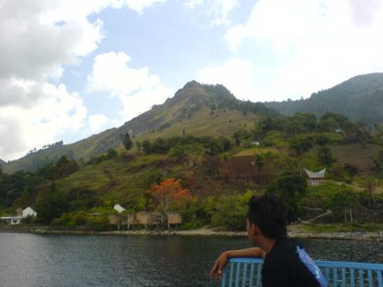 Lake Toba: placcid lake.. lovely hills
