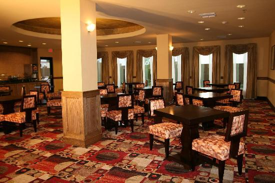 Comfort Inn & Suites: Very nice breakfast room