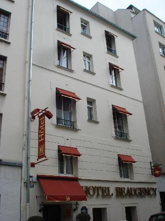 Flower shop on rue cler picture of hotel beaugency for Cler hotel paris