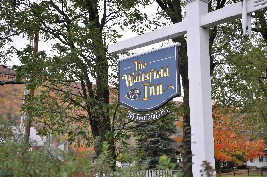 The Waitsfield Inn: Surrounded by beautiful fall colors