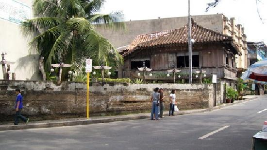 Yap Sandiego Ancestral House: Exterior view of the Yap Sandiego Ancestral Home