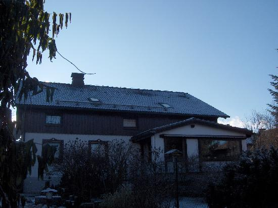 verschneites Haus Lange