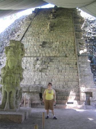 Hieroglyphic Stairway: Tout le site est protégé car ils sont en train de le défaire et de répertorier charcune des pier