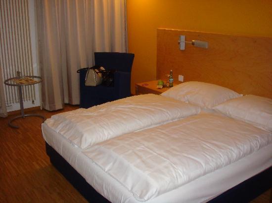 Arcadeon: room 206