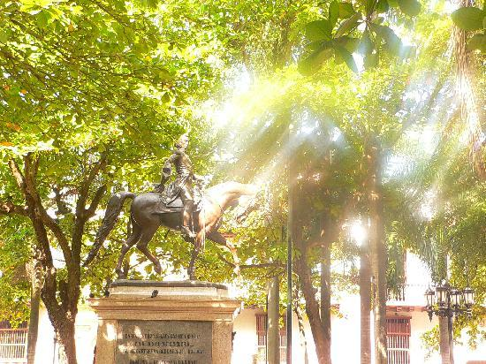 Kolombia: Simon Bolivar statue