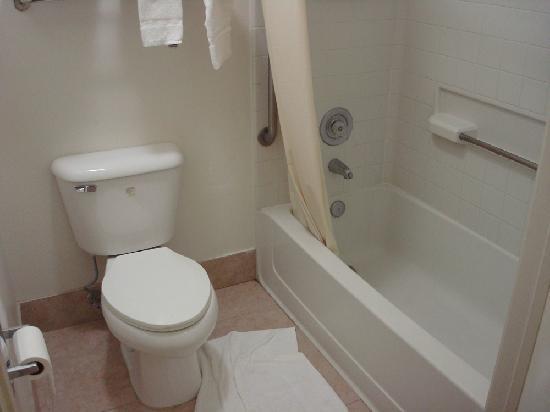Quality Inn Lake Elsinore: la salle de bain