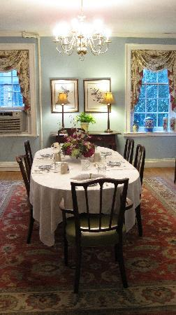 The Dinsmore House Bed & Breakfast: Dining Room