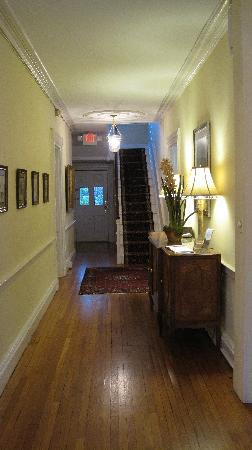 The Dinsmore House Bed & Breakfast: Entrance Hall