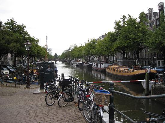 Hotel d'Amsterdam: Nearby Canal
