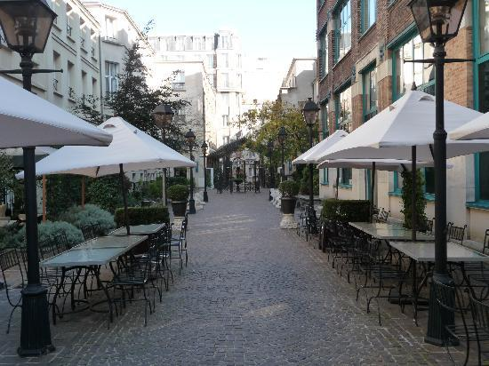 Hotel Les Jardins du Marais: Pasillo interior del hotel