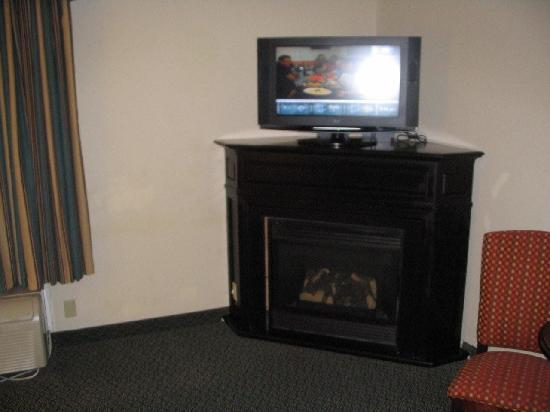 Hampton Inn & Suites Pigeon Forge On The Parkway : Gas Fireplace