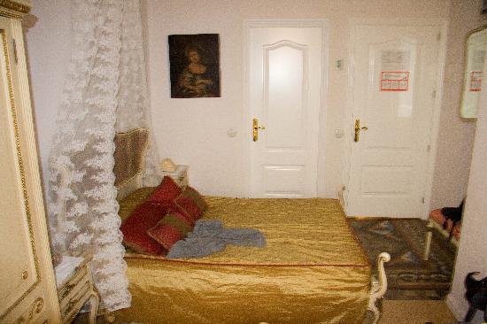Hostal L' Antic Espai: One of the rooms