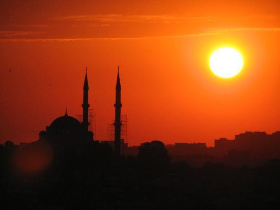 Hotellino Istanbul: sunset above Istanbul