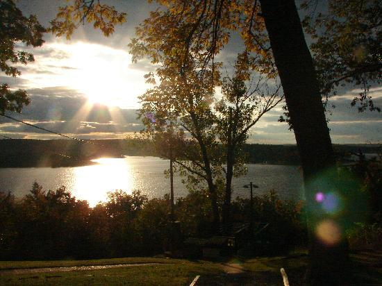 Three Oaks Resort On Lake Norfork: Sunset from our front window