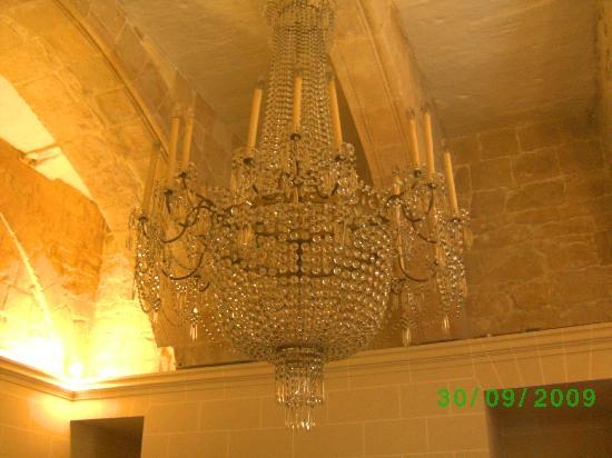 Asti Guest House: chandelier her late husband used to make them (he made this one)