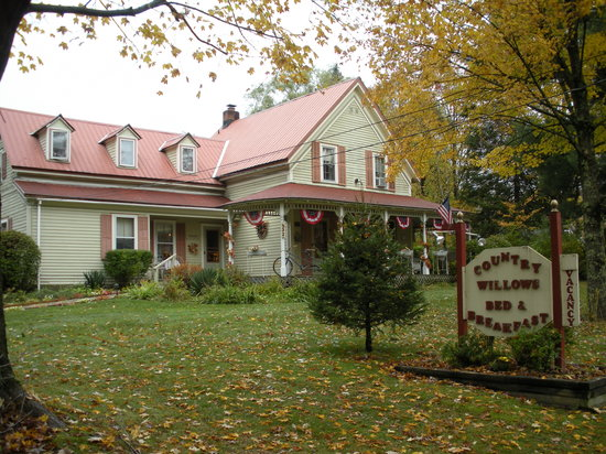 Country Willows Bed and Breakfast Inn: Not So Little Cottage in the Wood