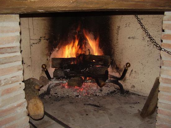 Torre Avellana: il calore di un camino... che cucina