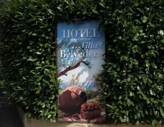 Hotel Villa Belvedere: Einladendes Hotelschild