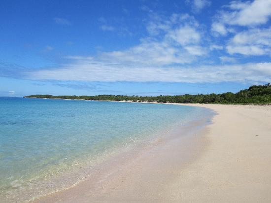 InterContinental Fiji Golf Resort & Spa: beautiful Natadola Beach... notice how uncrowded it is despite the resort being 90% full!!