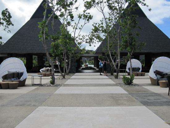 InterContinental Fiji Golf Resort & Spa: view from pool looking at restaurant/bar