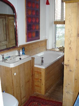No8 Windsor Terrace: Bathroom