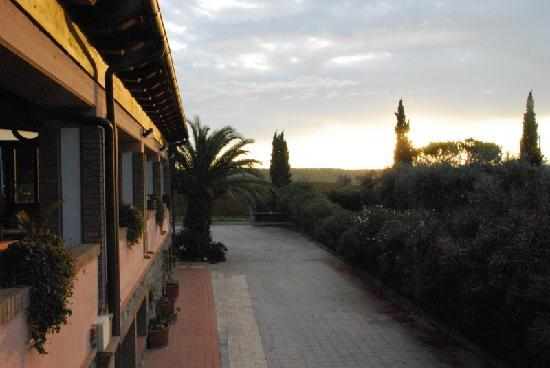 Agrihotel Elisabetta: The dining area from the back