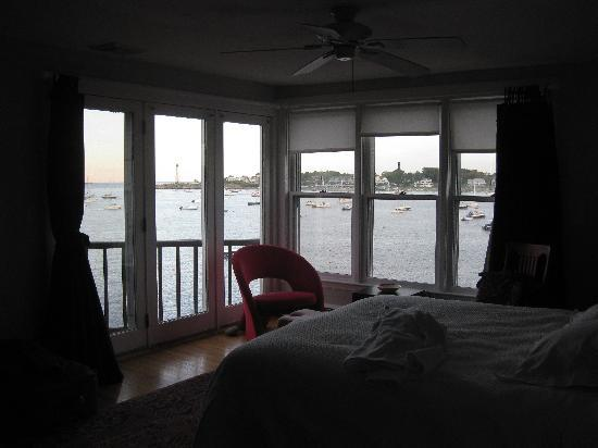 Notorious Annie's Waterfront Inn: Fantastic view from the bedroom.