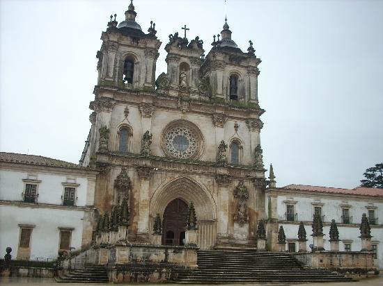 Monastery of Alcobaça: davanti al monastero