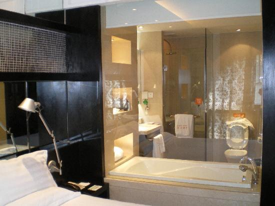 Crystal Orange Hotel: View of the bath from the Room