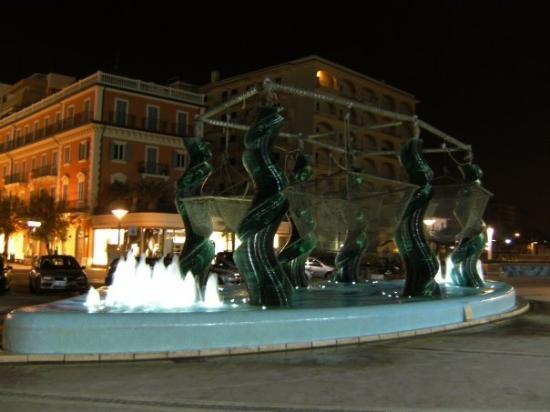 ريتشوني, إيطاليا: RICCIONE: Fuente