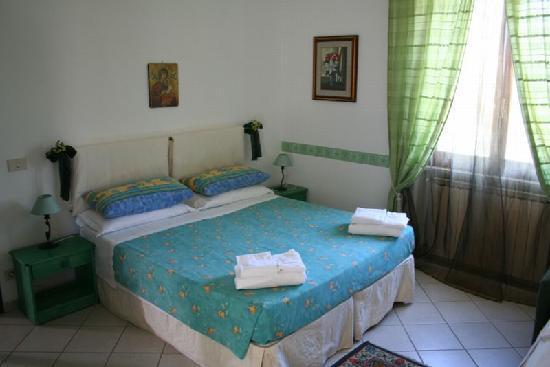 Fiumicino, Ιταλία: stanza verde, molto romantica