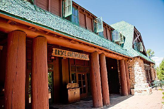 Lodge entrance picture of bryce canyon lodge bryce for Bryce canyon cabine occidentali
