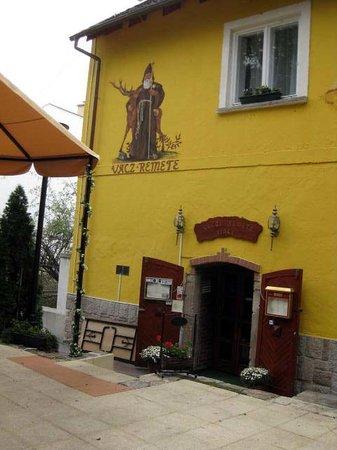 Vac, المجر: Vacz Remete Pince Entrance