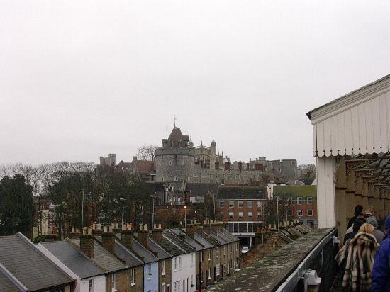 Windsor castle distance from london