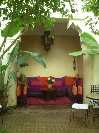 Riad Dar Dialkoum: Petit salon