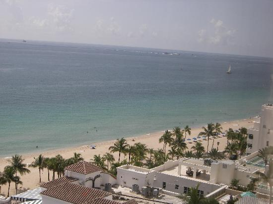 Marriott's BeachPlace Towers: View from balcony to beach across the street