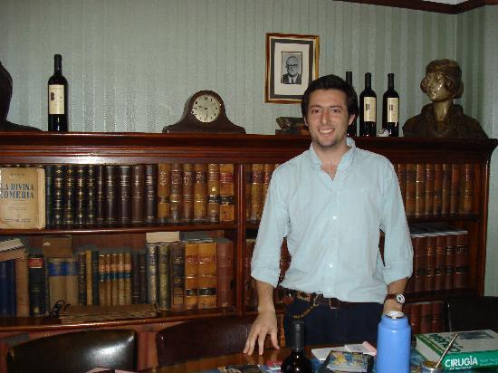 Palacio Barolo (Palazzo Barolo): Our tour guide on the tour of the building