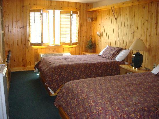 Superior Shores Resort: Our room