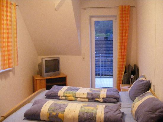 Alf, Allemagne : Bedroom with door to Balcony.